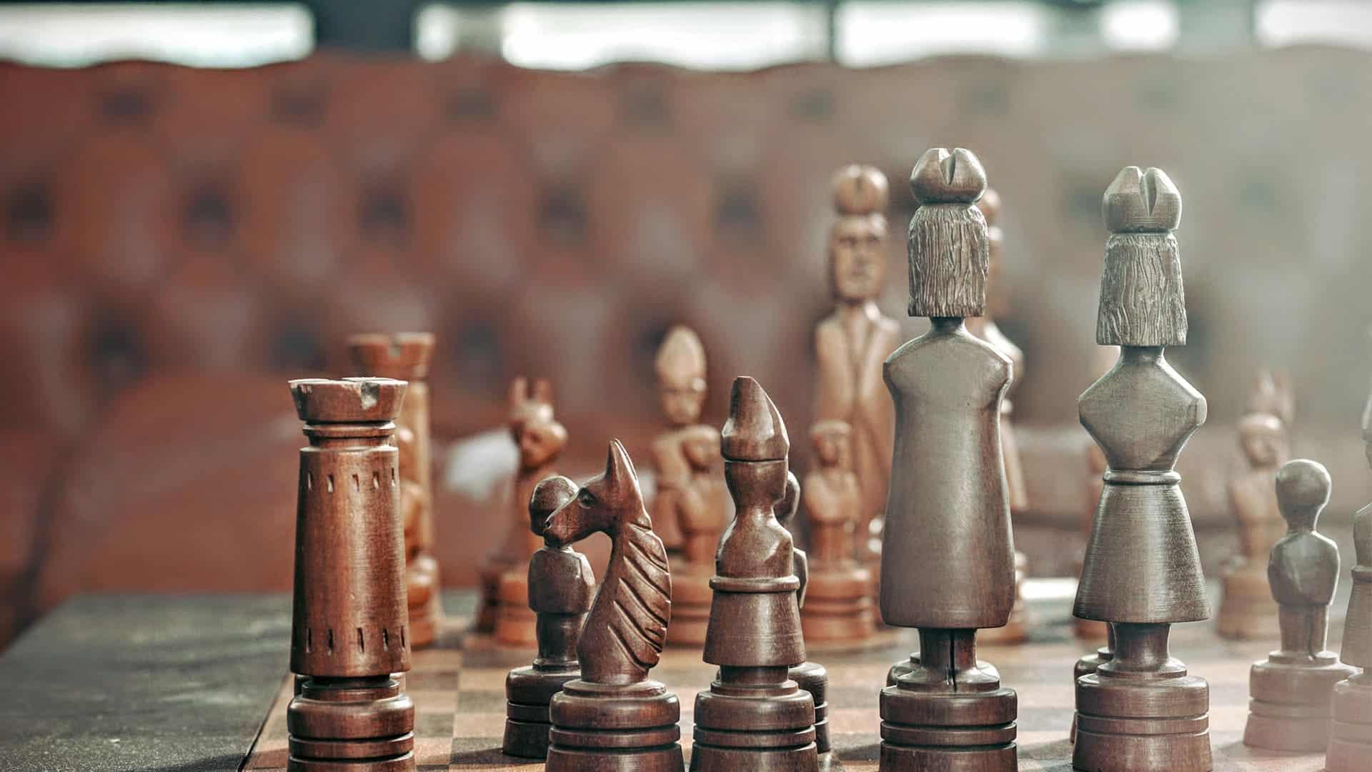 Führerscheinkontrolle - Schachbrett mit Figuren